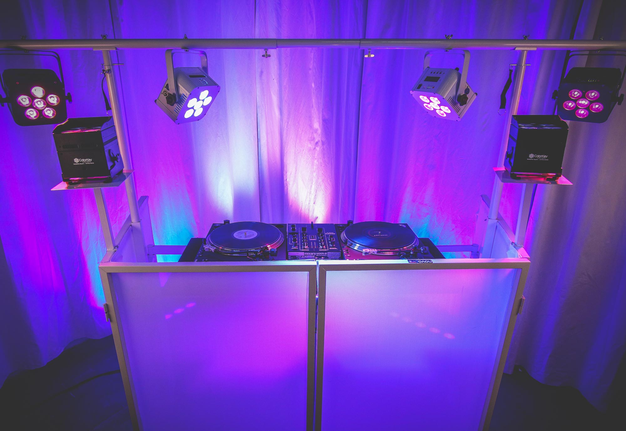 NOVOPRO SDX V2 Mobile DJ Booth - White Folding DJ Booth with Table Scrim and Lighting Bar : dj and lighting - www.canuckmediamonitor.org